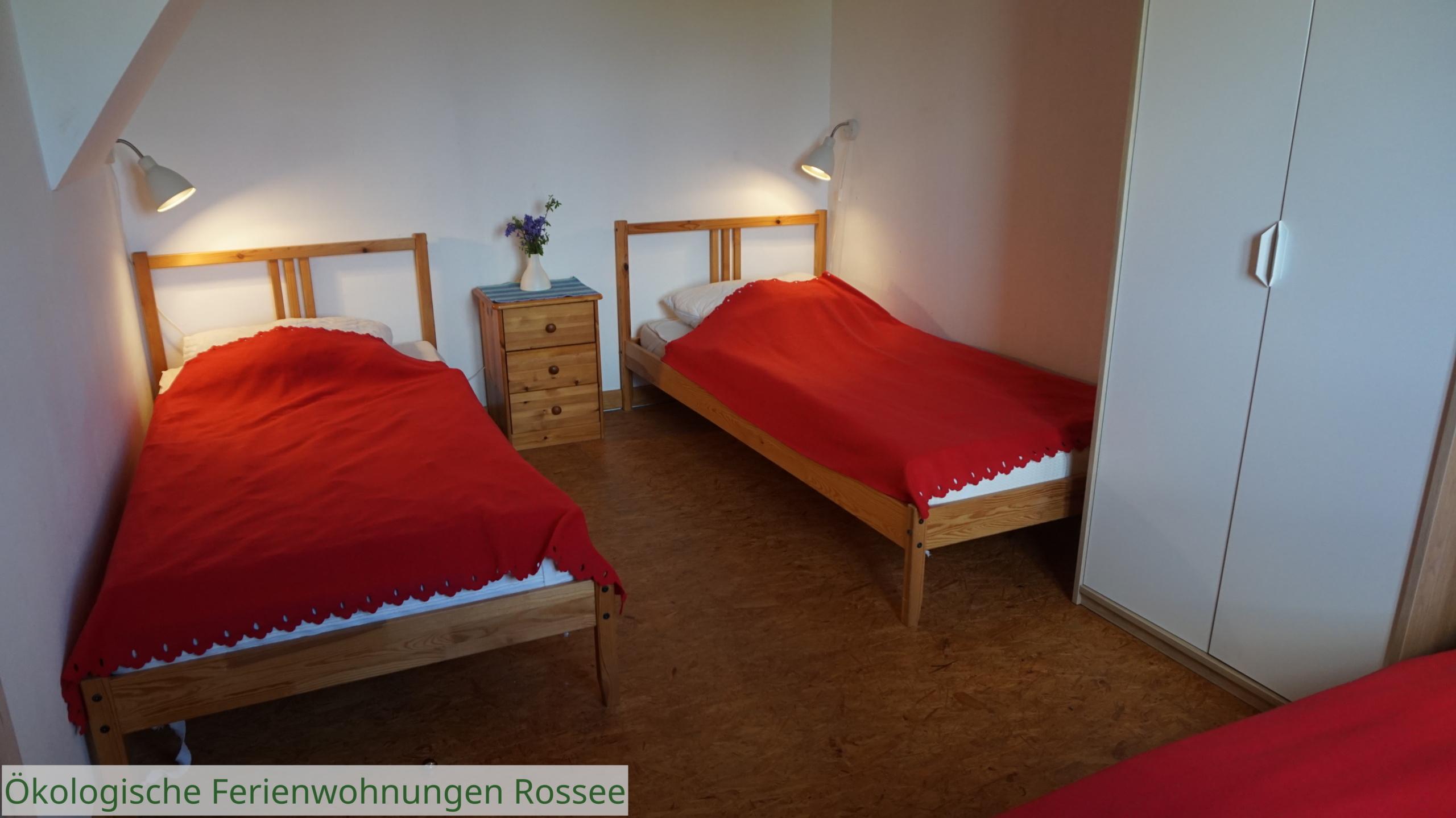 Schlafzimmer mit 3 Betten FeWo Süd